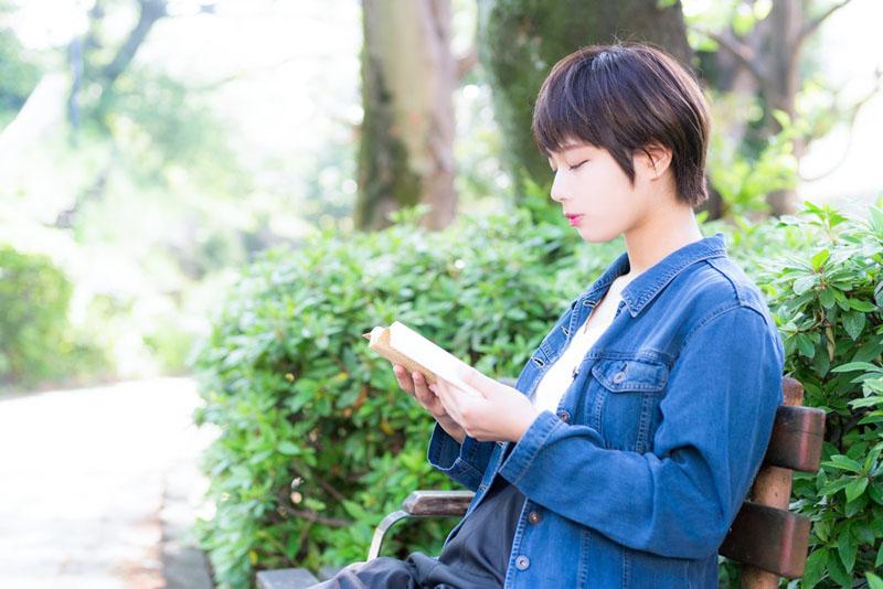 benchide_honyomu_josei
